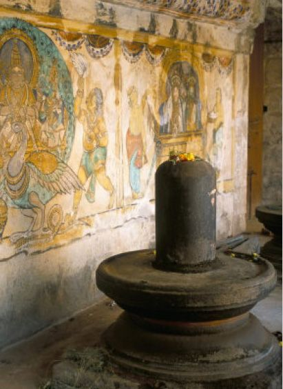 3º shiva-lingam-in-10th-century-temple-of-sri