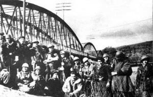 Puente del ferrocarril, entre las actuales Rivas y Arganda.